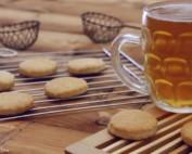 Biscotti mandorle e birra